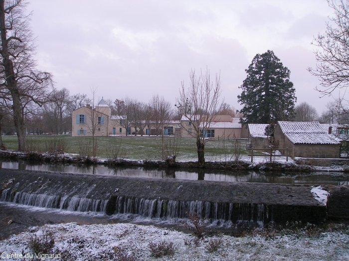 La digue et le Vignaud sous la neige
